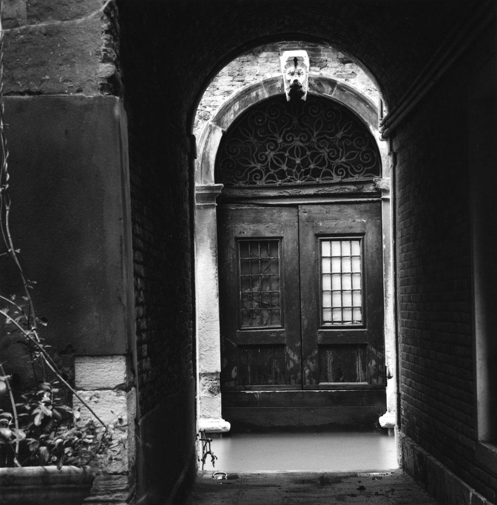Linda Fitch, Archway, Rio dei Santissim, Venice, Italy