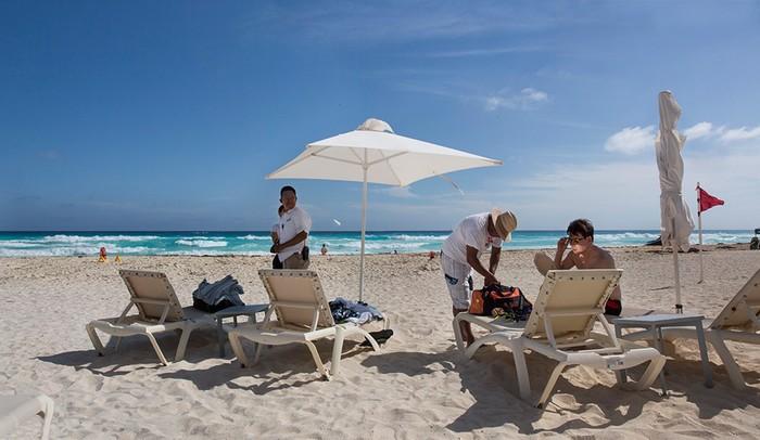 Beach Vendor, Secrets The Vine Resort, Mexico