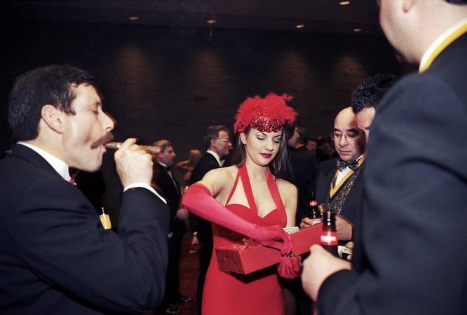 Cigar Girl, 1998