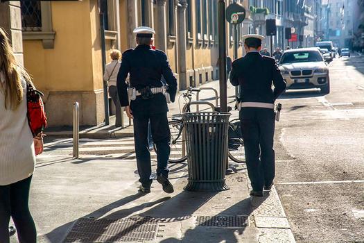 MILAN - NATTY POLICEMEN
