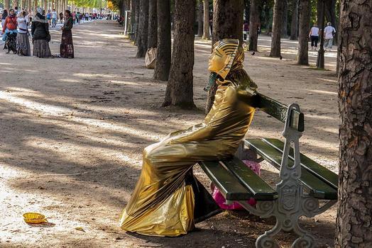 QUEEN TUT [SIT LIKE AN EGYPTIAN] - PARIS