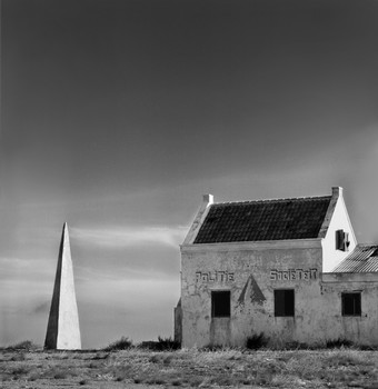 Obelisk and Meeting House: Bonaire
