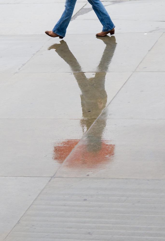Jacqueline Slavney, Walking in the Rain, Trafalgar Square